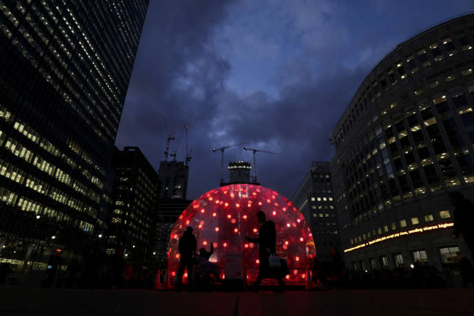 « Sonic Light Bubble, une installation artistique, Canary Wharf, quartier de la finance, à Londres).
