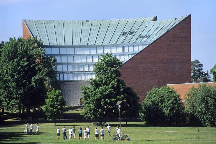 L'Institut de technologie conçu par l'architecte Alvar Aalto, qui a donné son nom au campus