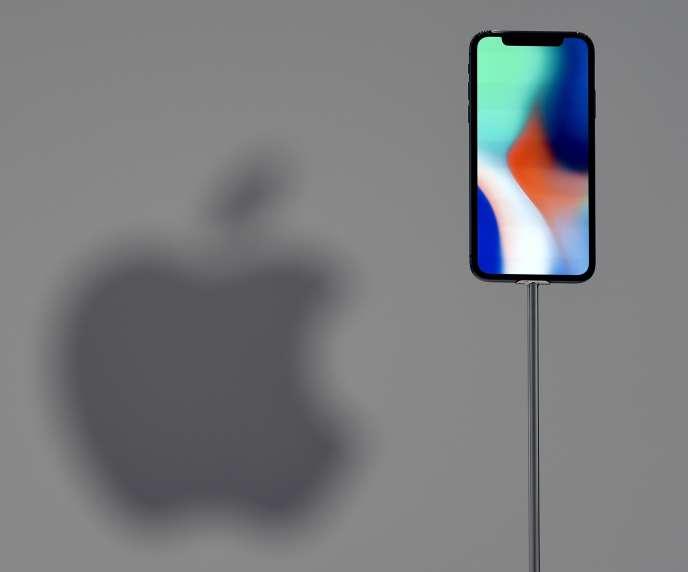 Apple, qui a reconnu le 21 décembre qu'il bridait volontairement les performances de ses iPhones après un certain temps dans le but annoncé de « prolonger leur durée de vie ».