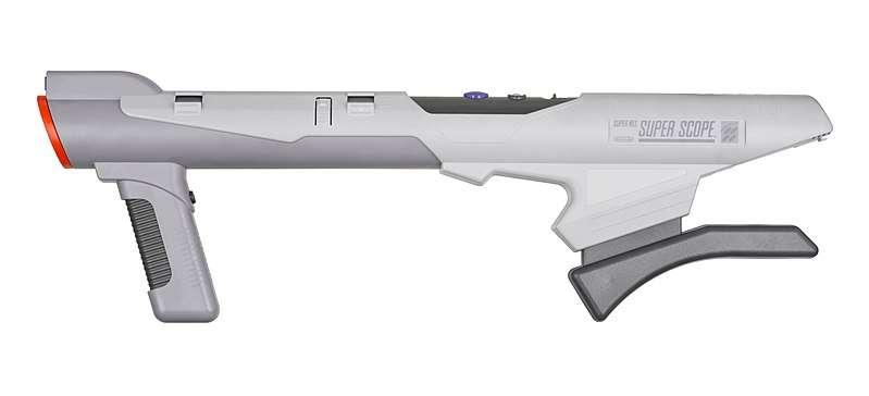Si elle a sans doute connu moins d'accessoires, la Super Nintendo a néanmoins eu droit à l'un des plus impressionnants d'entre eux : le Super Scope (1992), une sorte de bazooka gris. Le joueur pouvait notamment s'en servir dans «Yoshi's Safari», un jeu de tir dans lequel il fallait utiliser l'étrange arme pour viser et abattre les ennemis à l'écran.