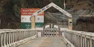 Au poste-frontière de Chakothi, côté pakistanais, le 10 janvier.