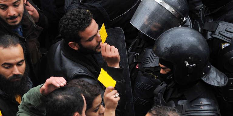 Lors d'une manifestation contre l'austérité, à Tunis, le 12janvier 2018.