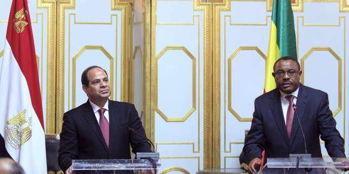 Le président égyptien, Abdel Fattah Al-Sissi, et le premier ministre éthiopien, Haile Mariam Dessalegn, à Addis-Abeba, en mars 2015.