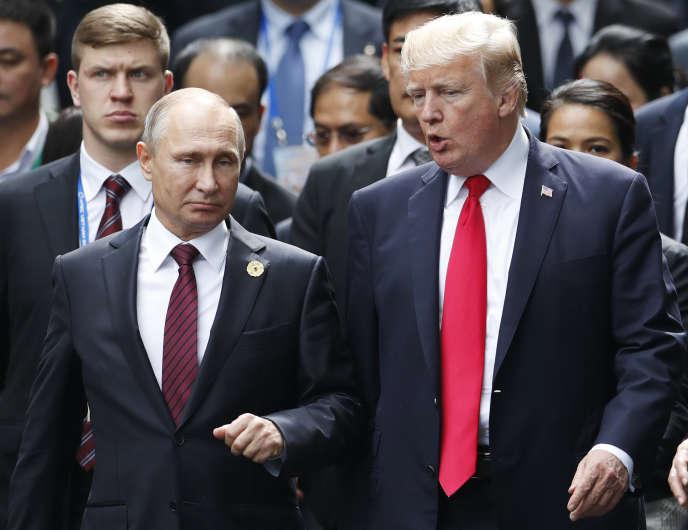 Vladimir Poutine et Donald Trump au sommet de l'APEC, à Danang, au Vietnam, le 11novembre 2017.