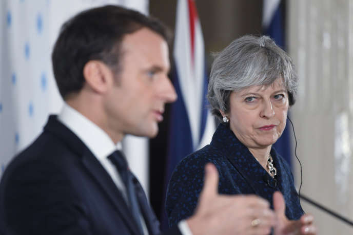 Theresa May et Emmanuel Macron lors de leur conférence de presse commune à Camberley (Surrey), le 18 janvier.