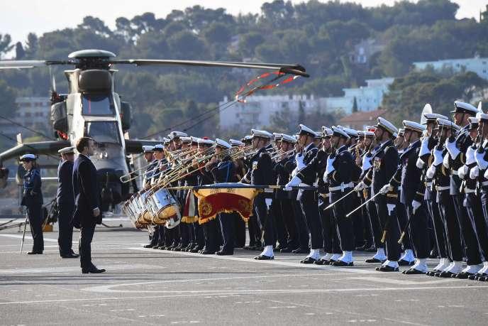 Emmanuel Macron sur la base navale de Toulon, le 19janvier.