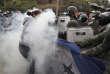 Une supportrice de Salvador Nasralla confrontée aux forces de l'ordre, à Tegucigalpa, samedi.
