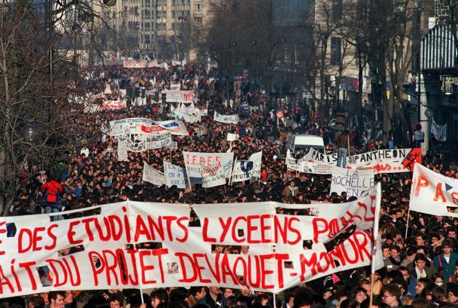 Manifestations estudiantines, le 4 décembre 1986.