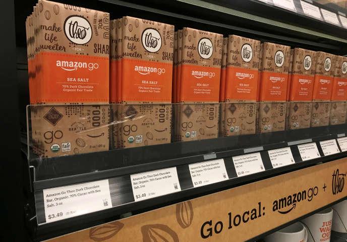 «En janvier, Amazon Go, le premier supermarché équipé de dispositifs d'IA a ouvert au public, à Seattle, au pied du siège d'Amazon. Le consommateur est contrôlé à l'entrée du magasin, en scannant le code de l'application Amazon Go sur son smartphone.»