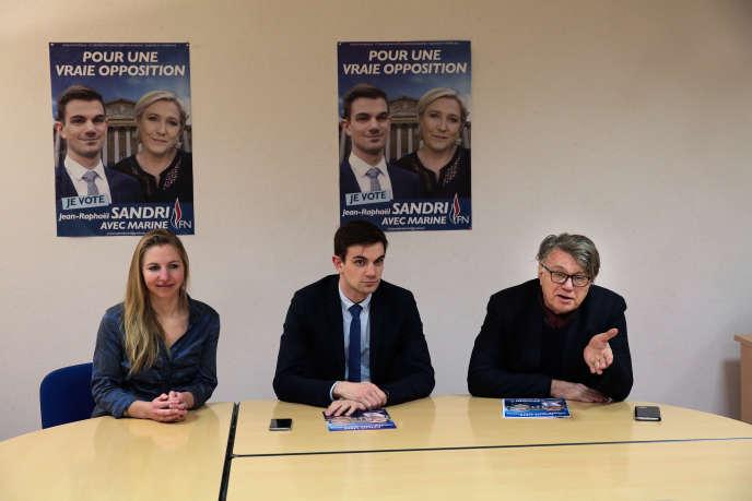 Jean-Raphaël Sandri (au centre) et Gilbert Collard lors d'une conférence de presse, à Belfort, le 20 janvier.