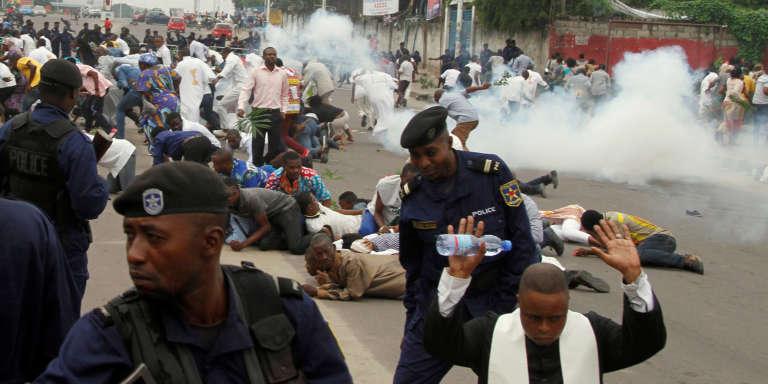 Les forces de l'ordre dispersent une manifestation contre le président Kabila, le 21 janvier à Kinshasa.