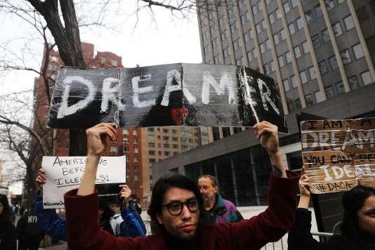 Des manifestants protestent contre l'absence de solution trouvée pour les «Dreamers», le 22 janvier à New York.