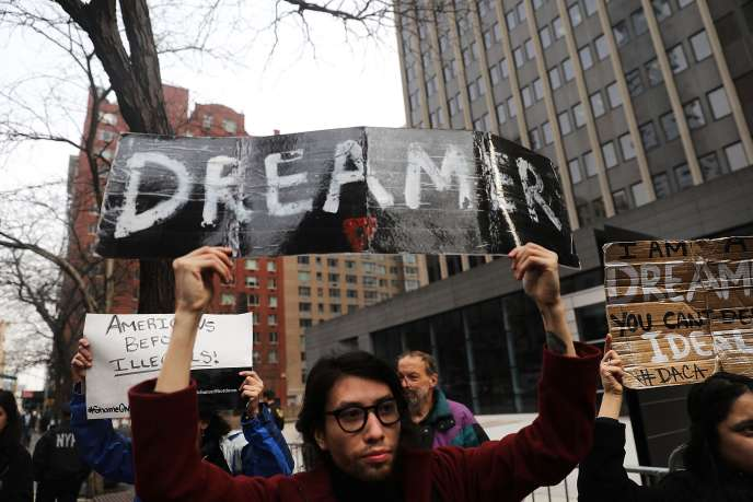 Des manifestants protestent contre l'absence de solution trouvée pour les « Dreamers », le 22 janvier à New York.