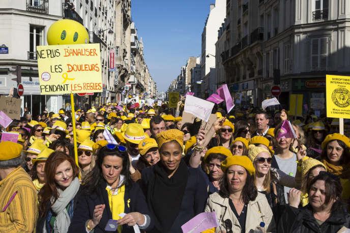 Une manifestation à Paris pour la reconnaissance de l'endométriose, une maladie touchant de nombreuses femmes.