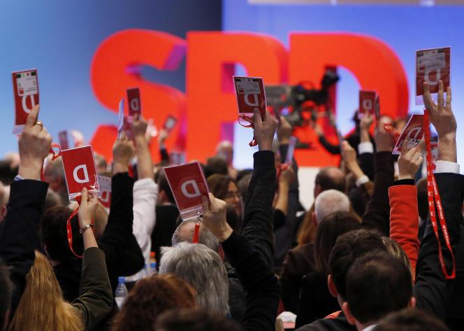 Vote des délégués du parti SPD en faveur d'une coalition de gouvernement avec la CDU d'Angela Merkel, à Bonn (Allemagne), le 21 janvier.