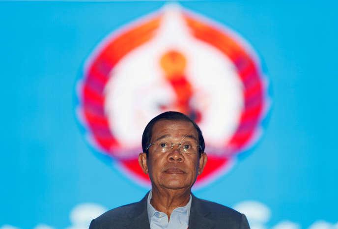 Hun Sen est depuis 2015 président de la formation politique au pouvoir au Cambodge, le Parti du peuple cambodgien.