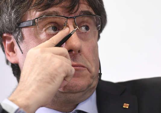Contrairement à Carles Puigdemont, poursuivi par la justice pour rébellion et sédition, Céphas Bansah ne risque pas la prison s'il rentre chez lui.