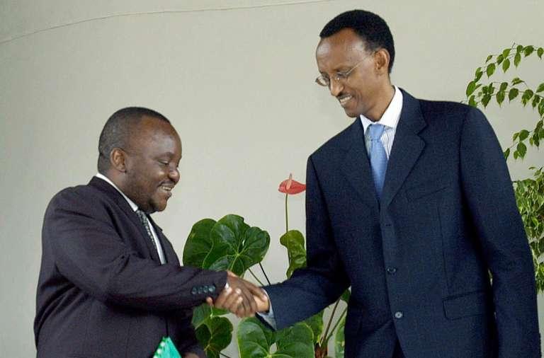 Mbusa Nyamwisi, alors ministre de Joseph Kabila, et le président rwandais, Paul Kagamé, en 2003 à Kigali.