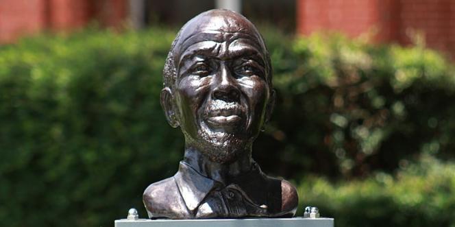 Le buste deCudjo Lewis à Mobile, enAlabama.