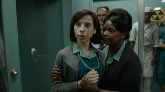 Sally Hawkins et Octavia Spencer dans «La Forme de l'eau», réalisé par Guillermo del Toro.