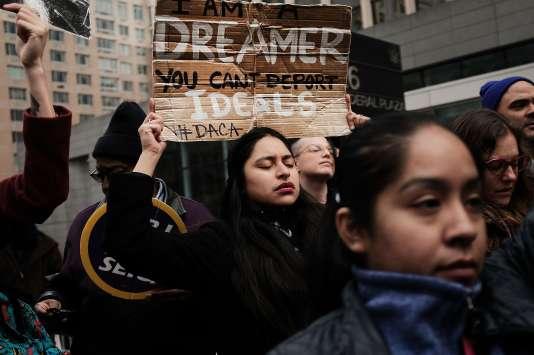 Lors d'une manifestation dénonçant l'abrogation du programmeDACA (Deferred Action for childhood arrivals), à New York, le 22 janvier.