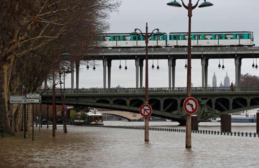 Sur les bords de Seine, à Paris, le 23 janvier.