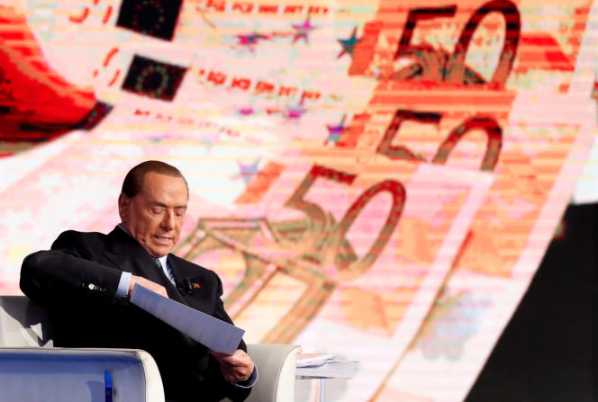 L'ancien premier ministre italien, Silvio Berlusconi, lors de l'enregistrement de l'émission de télévision« Porta a porta», le 11 janvier.