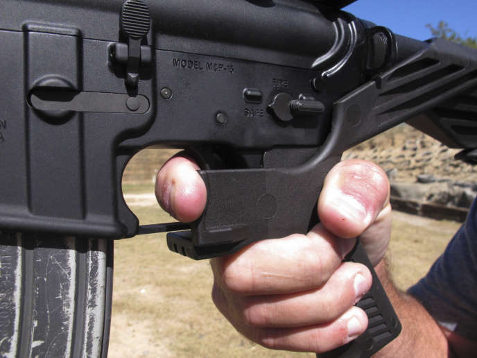 Un fusil d'assault AR-15 équipé du dispositif«bump stock».