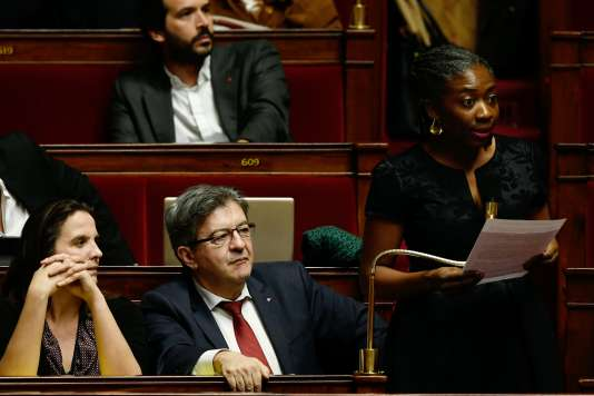 Des députés du groupe La France insoumise à l'Assemblée, le 23 janvier. Un amendement proposé par LFIa notamment clarifié que le droit à l'erreur est bien «limité à la première erreur ».