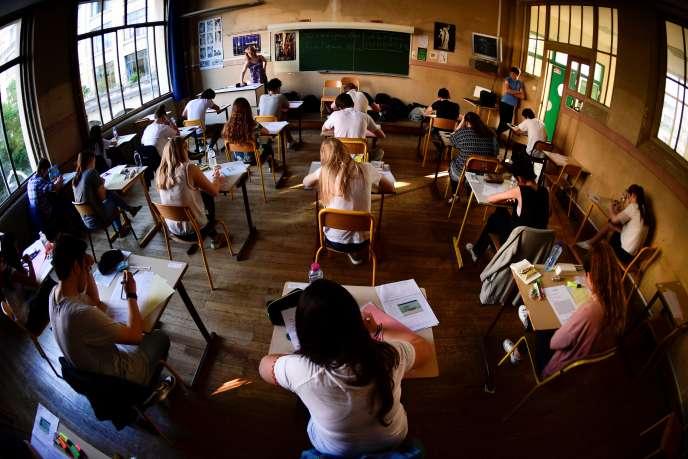 Les épreuves du bac dans un lycée parisien en 2017. AFP PHOTO / Martin BUREAU