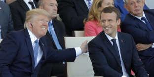 Le président français Emmanuel Macron aux côtés de son homologue américain Donald Trump lors des célébrations du 14-Juillet à Paris.