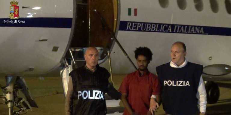 Medhanie Tesfamariam Behre lors de son extradition du Soudan vers la Sicile en juin 2016.