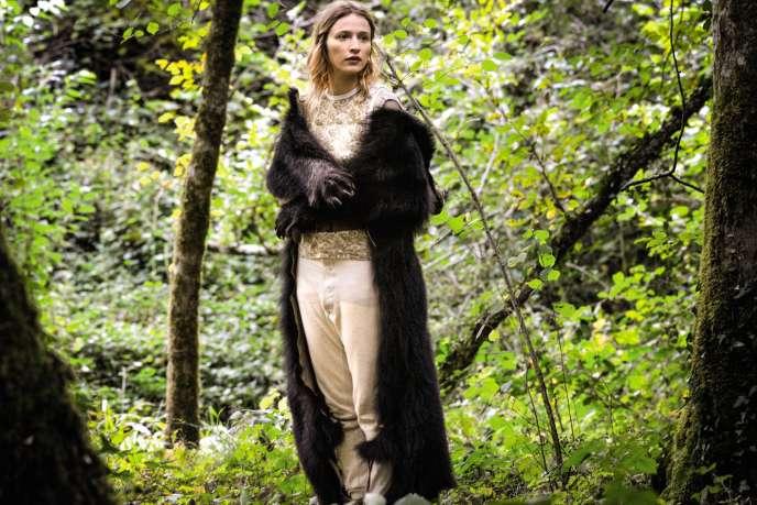 Dans « Gaspard va au mariage », film d'Antony Cordier, Christa Théret ne quitte plus sa peau d'ursidé.