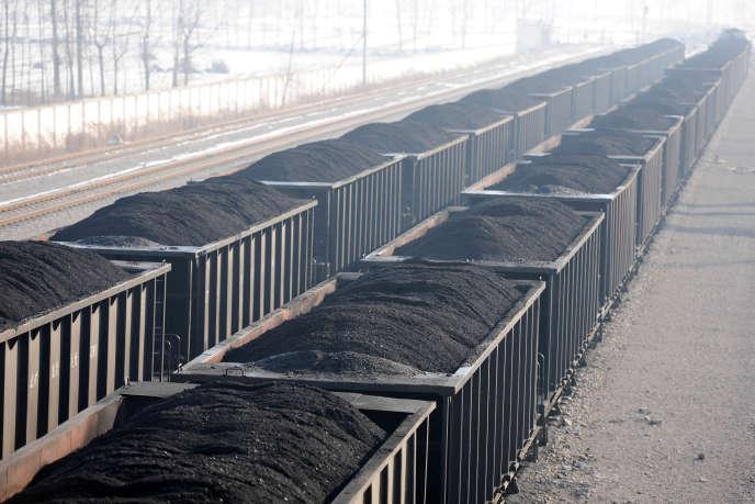 Des chariots de charbon d'une mine de Huaibei, dans la province chinoise de Anhui, le 11 janvier 2018.