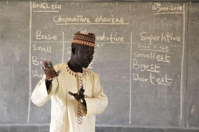 Muhammad Lawal Ubale, professeur d'anglaisà l'école de Tsakuwa, loue la pension complète qui évite, selon lui, aux jeunes étudiantes d'aller mendier pour se nourrir.