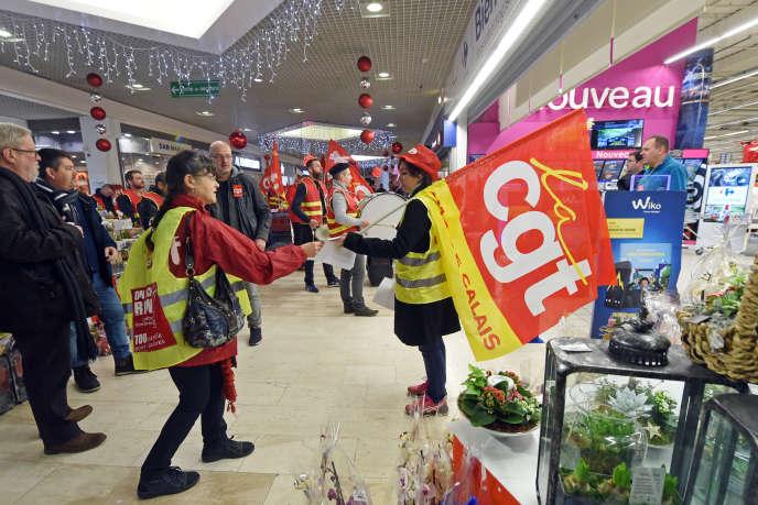 Une manifestation avait été organisée le 22 décembre 2017 par les salariés du Carrefour de Lomme (Nord), qui craignaient des suppressions d'emplois et des modifications de leurs conditions de travail.
