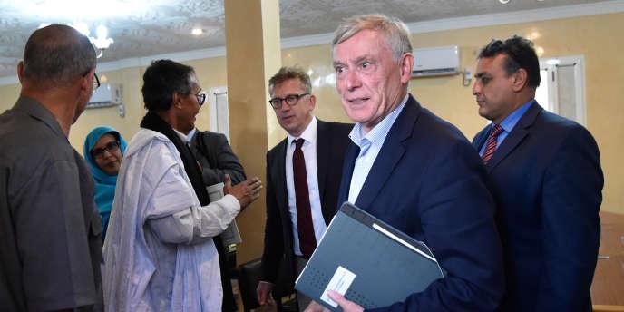 Horst Koehler, envoyé spécial de l'ONU pour le Sahara occidental, au camp de réfugiés de Roubani près de Tindouf, le 18 octobre 2017.