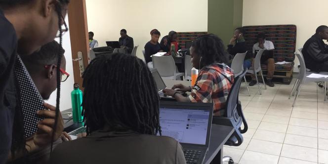 A l'école Moringa de Nairobi, les élèves apprenent à devenir développeurs en seulement vingt semaines.