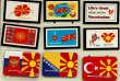 Des souvenirs affichant le drapeau de la Macédoine.