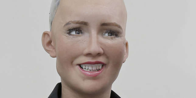Que sait réellement faire Sophia, le robot dont l'intelligence est contestée?