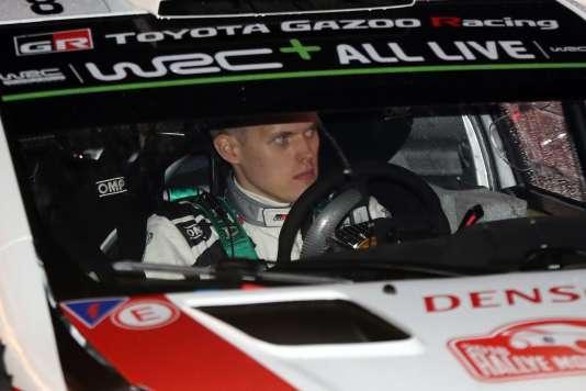 La Toyota de l'EstonienOtt Tänakau départ de la première spéciale du Monte-Carlo le 25 janvier.