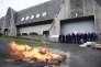 Des surveillants manifestent devant la prison de Brest, le 24 janvier.