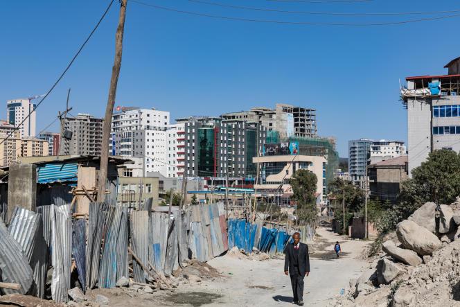 La capitale éthiopienne est une ville pleine de contrastes, où diplomates et « petites gens» cohabitent sans forcément se croiser.