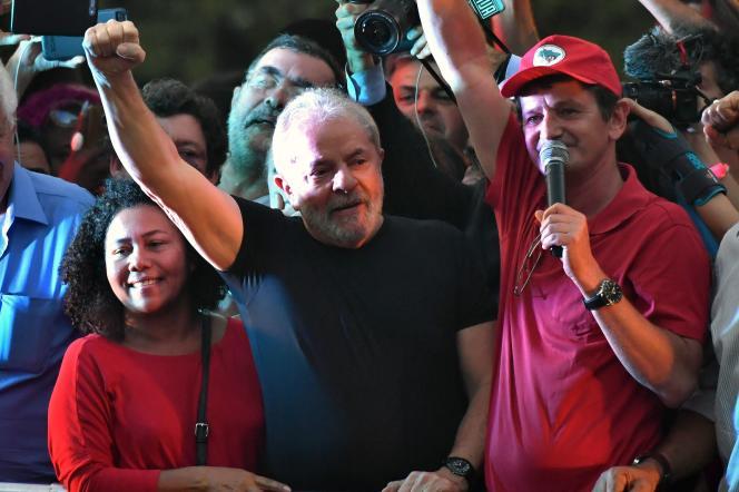L'ancien président brésilien, Luis Inacio Lula da Silva, réagit à sa condamnation, à Sao Paulo, le 24 janvier.