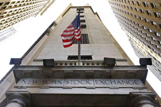 Vue de l'entrée de la bourse de New York, Wall Street.