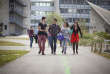Etudiants sur un campus, à Lyon.