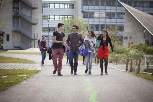 Sur le campus de l'école d'ingénieurs postbac Insa Lyon.