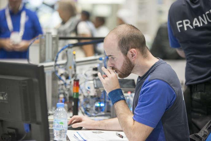 Le salaire médian des ingénieurs démarre à 34 000 euros brut par an pour atteindre 100 000 euros vers 60 ans.