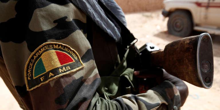 Un soldat des forces armées maliennes en patrouille à Tin Hama, dans la région de Gao, en octobre 2017.
