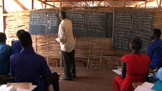 Des cours destinés aux étudiants en rupture de cursus depuis la guerre civile au sein du camp onusien Poc3, en décembre 2017.